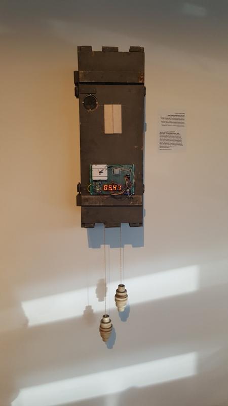 Для подсчета секунд и минут, которые проведет посетитель на выставке  «Машины времени», Нога и Рона установили при входе терминал для считывания  карточек, ... aa3664486ad