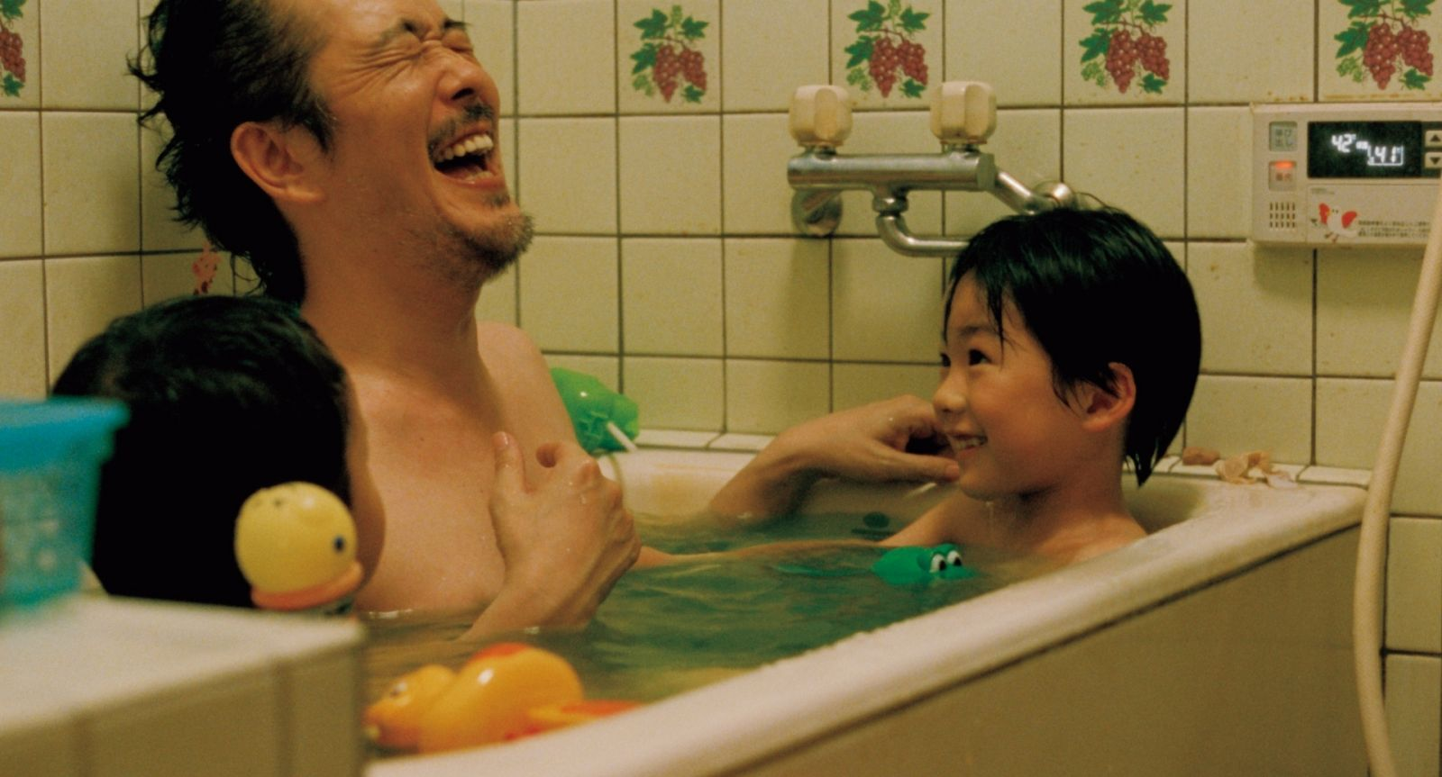Сын снимал маму в ванной 7 фотография