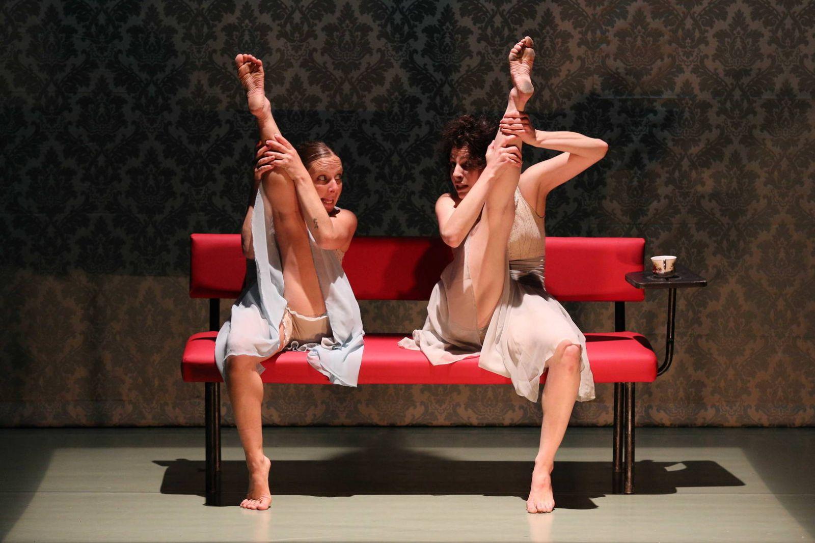 Смотреть без трусов в театре, на сцене без трусов Видео на Запорожском портале 18 фотография