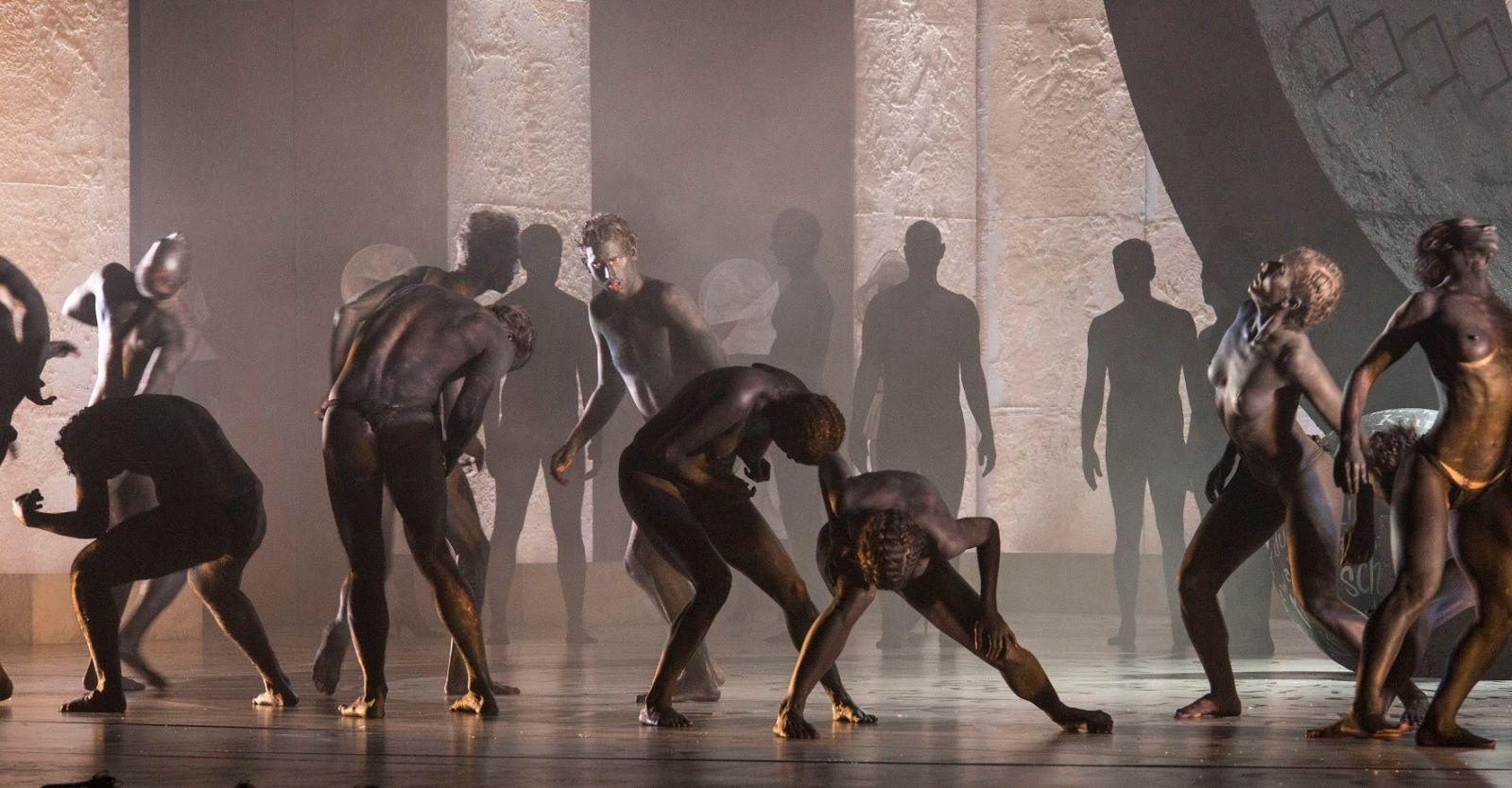 Театр с голыми актрисами, полная версия спектакля с голыми артистами на сцене 12 фотография